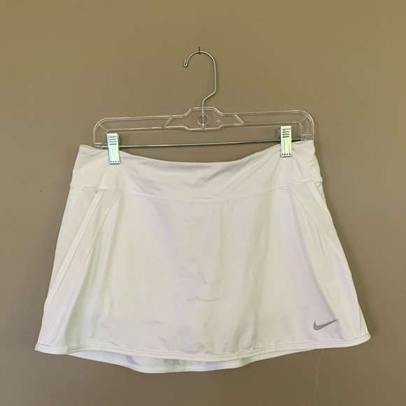 Nike white tennis skort size L